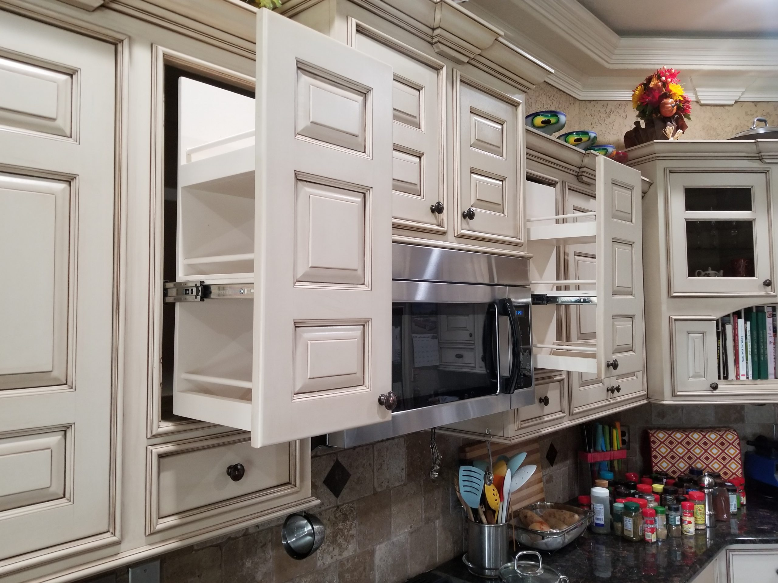 Buy custom traditional kitchen cabinets factory direct in Howell NJ, Buy custom slab panel kitchen cabinets factory direct in Howell NJ, Buy custom flat panel kitchen cabinets factory direct in Howell NJ